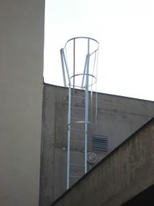 kovovy-zebrik-na-budovu-vyroba