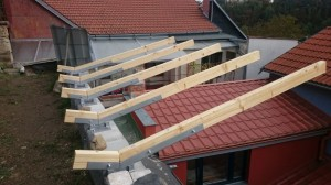 pristresek-dreveny-ocelove-konzole-dle-projektu