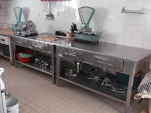 nerezovy-stul-do-kuchyne-restaurace